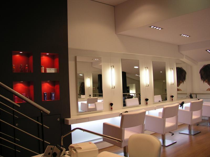 Beautiful mobilier salon de coiffure moderne images for Mobilier salon