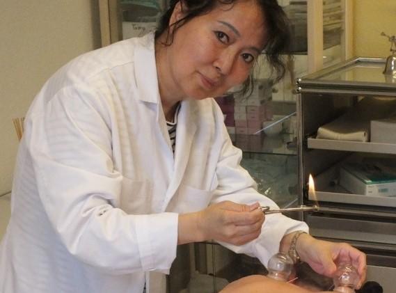Chin. Ärztin, Akupunktur Spezialistin